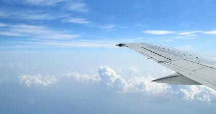 Flugzeug und Himmel