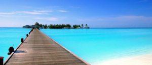 Urlaub in den Malediven: Strand, Steg und Meer