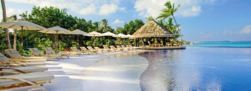 Infinity-Pool im Alif Dhaal LUX Resort auf den Malediven