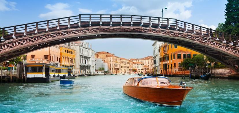 Viel fotografiert: Die Ponte dell'Accademia in Venedig