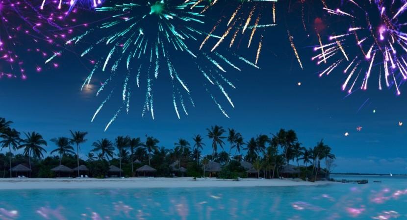 Romantisch: Silvester-Feuerwerk am Strand