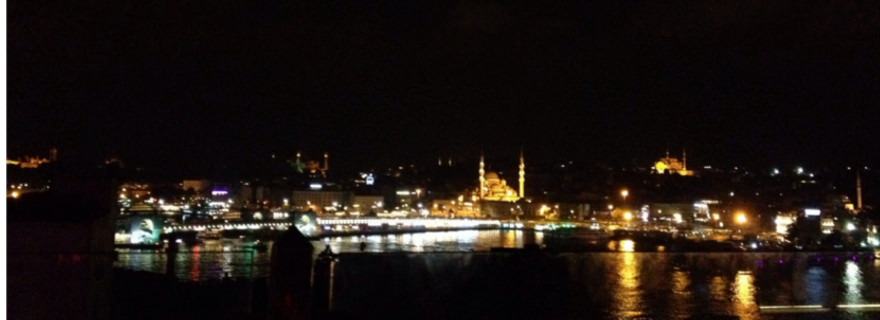 Sicht auf Istanbul bei Nacht
