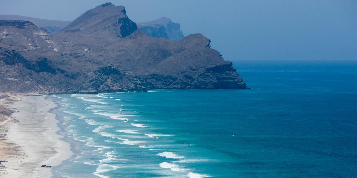 Urlaub in Salalah: Felsen und Meer