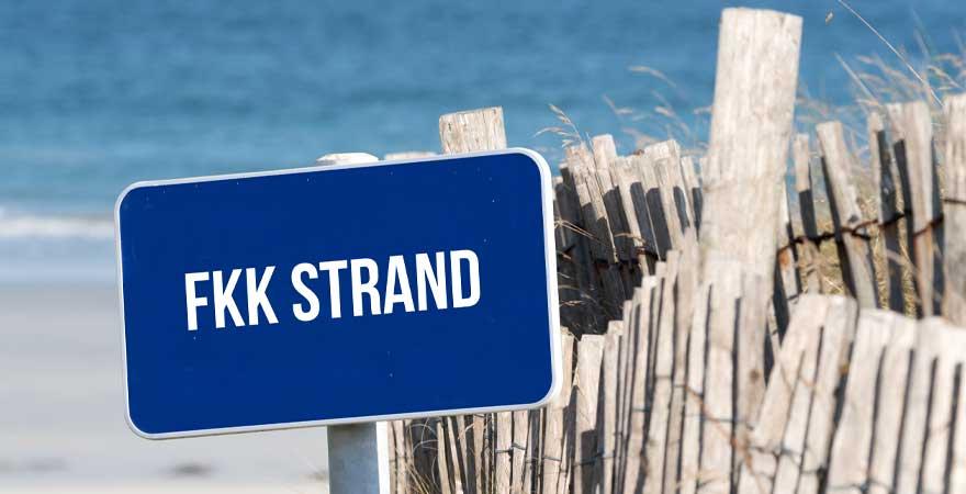 Schild zu den FKK Stränden