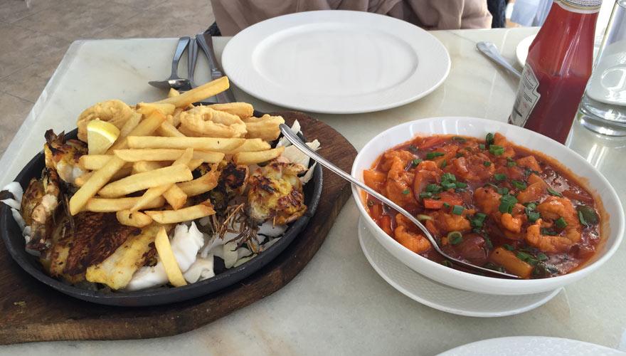 typisches Gericht mit Fisch im Oman