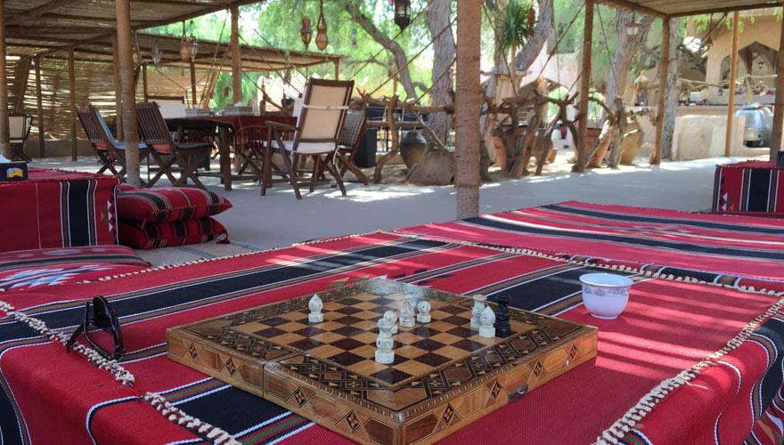 Sitzecke im Wuestencamp im Oman