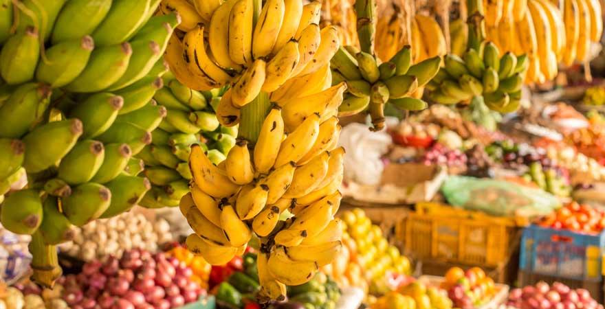 frisches Obst auf einem Marktplatz