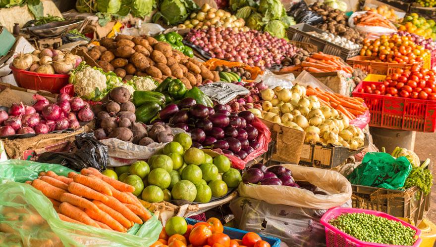 Gemüsestand auf einem Markt in Kenia