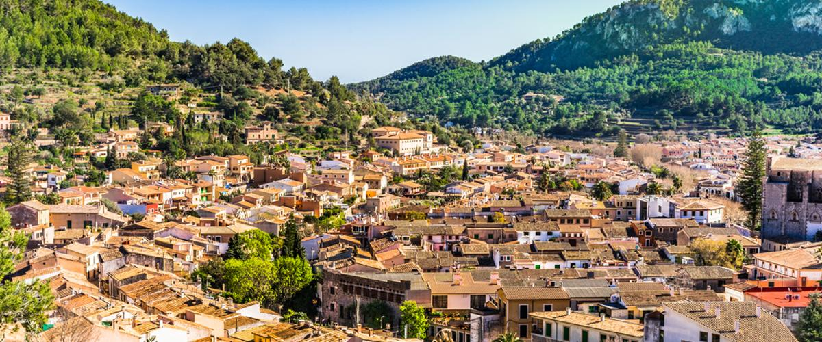 Das Dorf Esporles kann man beim Wandern besuchen.