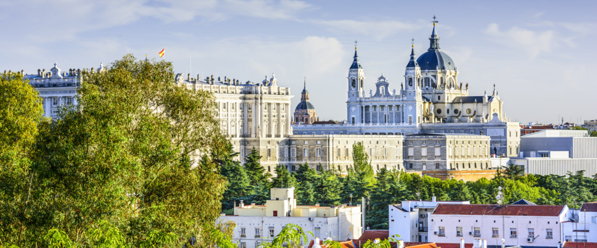 Palast und Kathedrale in Madrid