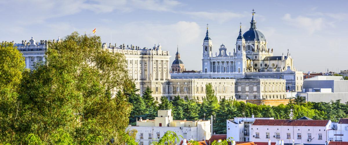 Palast und Kathedrale in Madrid