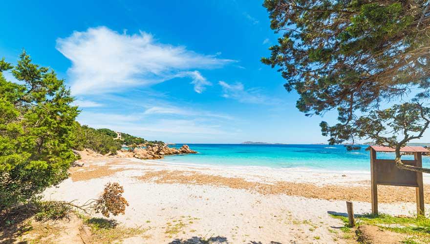schöner Strand auf Sardinien