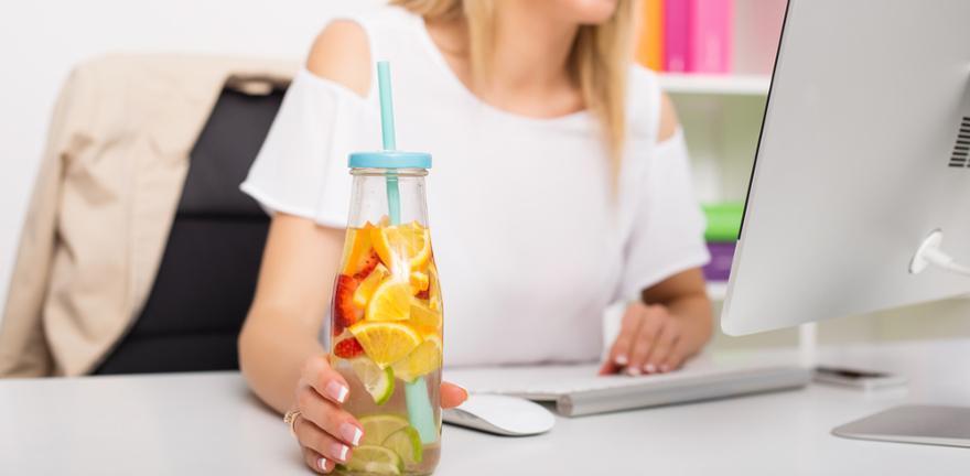 Sommerliches Getränk im Büro