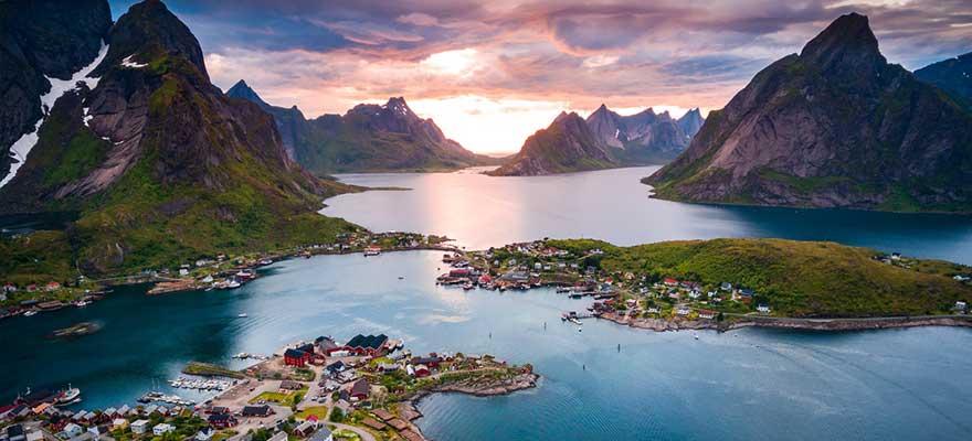 Norwegen bei Sonnenaufgang