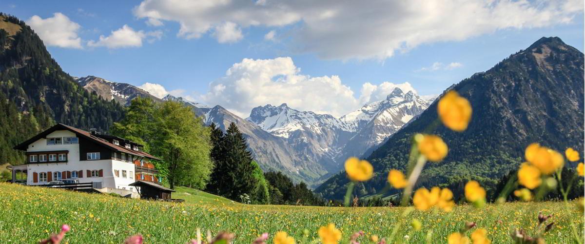 Berglandschaft mit Hütte im Allgäu