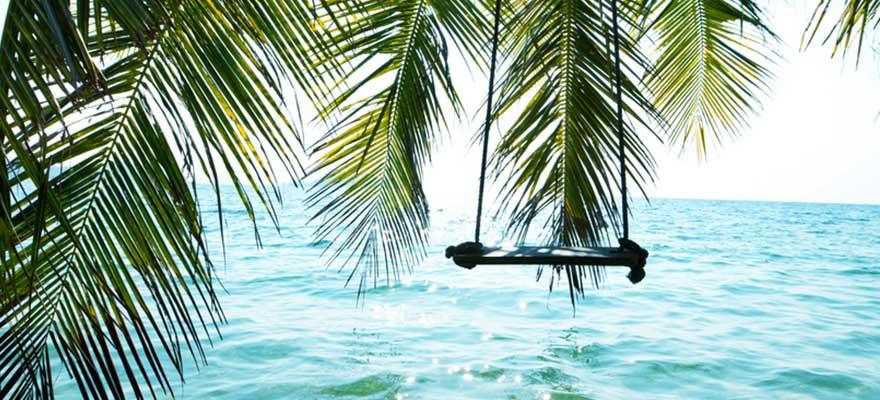 Schaukel über dem Wasser in Krabi