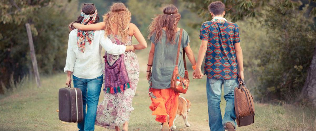 Hippiekleidung beim Campen