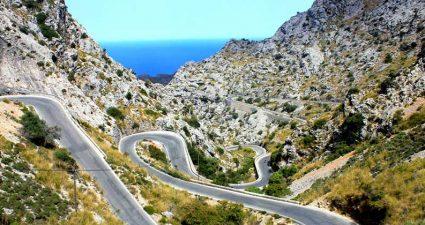 Strasse in den Bergen auf Mallorca