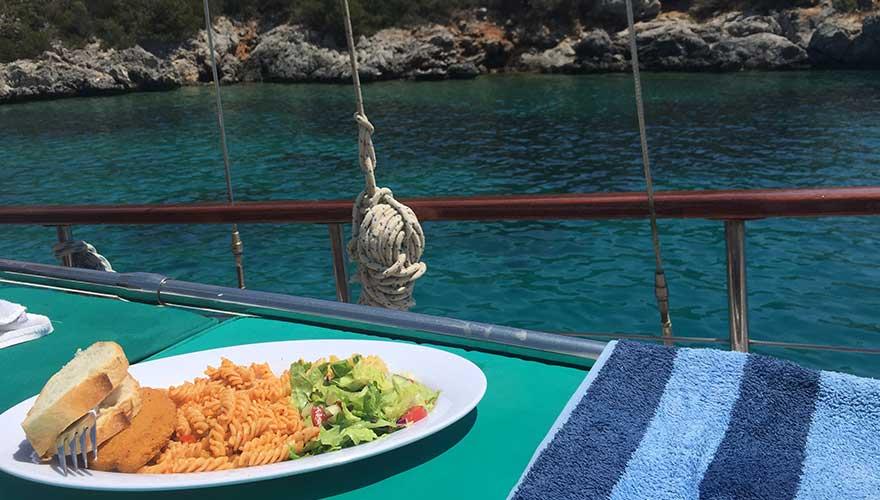 Mittagessen auf der blauen reise in Bodrum