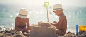 Sandburgen bauen an der Ostsee