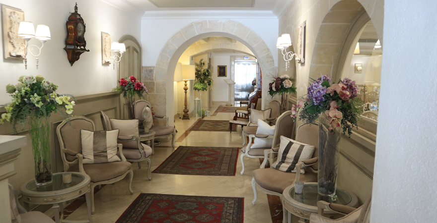 Die Lobby des Hotels Osborne in Valletta