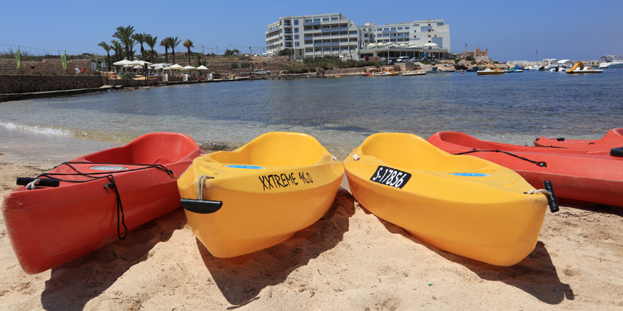 Kajaks am Sandstrand, Ramla Bay Resort, Malta