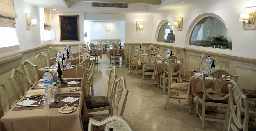 Das Restaurant im Erdgeschoss des Osborne Hotels in Valletta