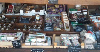 Auswahl an Maltesischen Spezialitäten - Süßigkeiten - Liköre