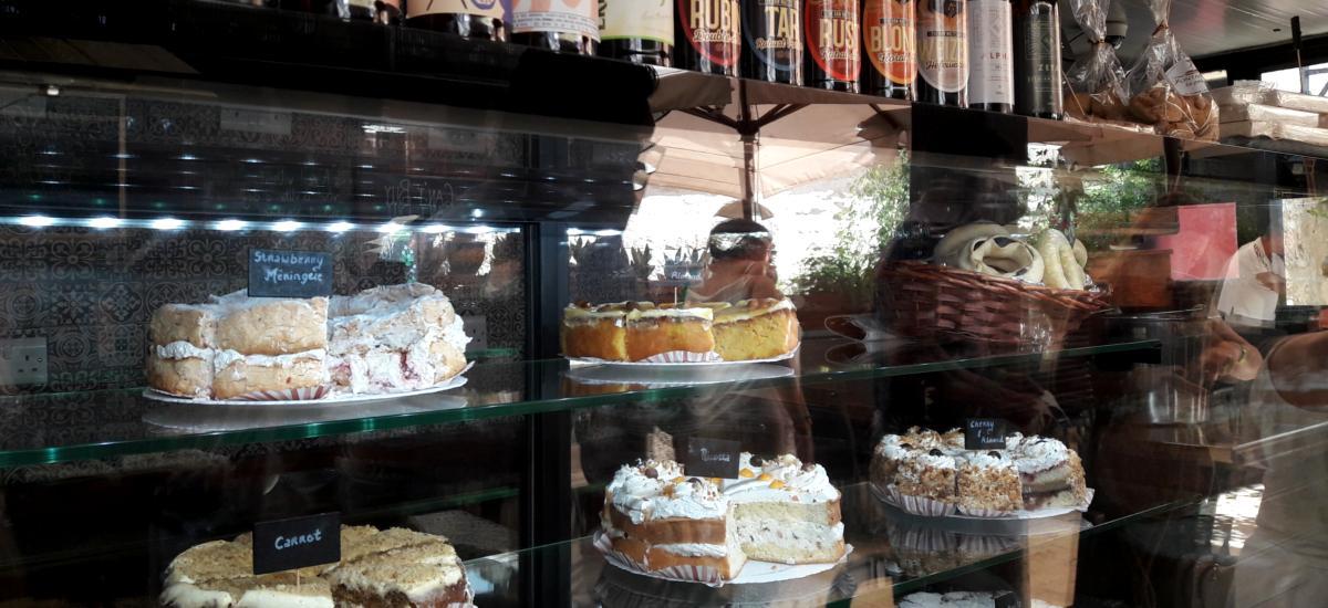 Kuchenauswahl im Fontanella Tea Garden in Mdina - Maltesische Nachspeisen und Desserts