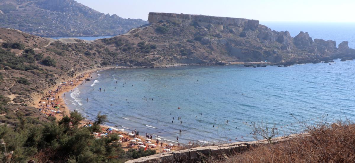 Ghajn Tuffieha Bay gehört zu den schönsten Sehenswürdigkeiten auf Malta