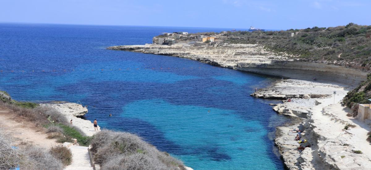 Ruhige Bucht mit glasklarem Meer
