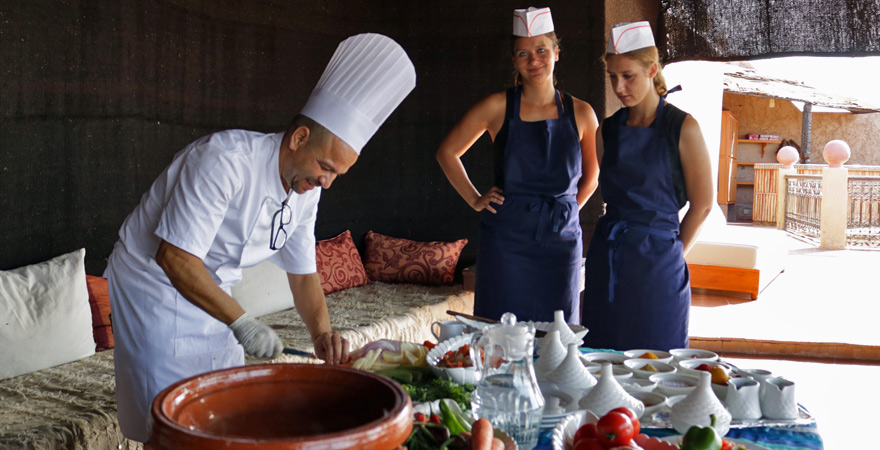 Simone und Miriam beim Kochkurs in Marrakesch