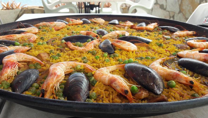 Paella mit Fisch