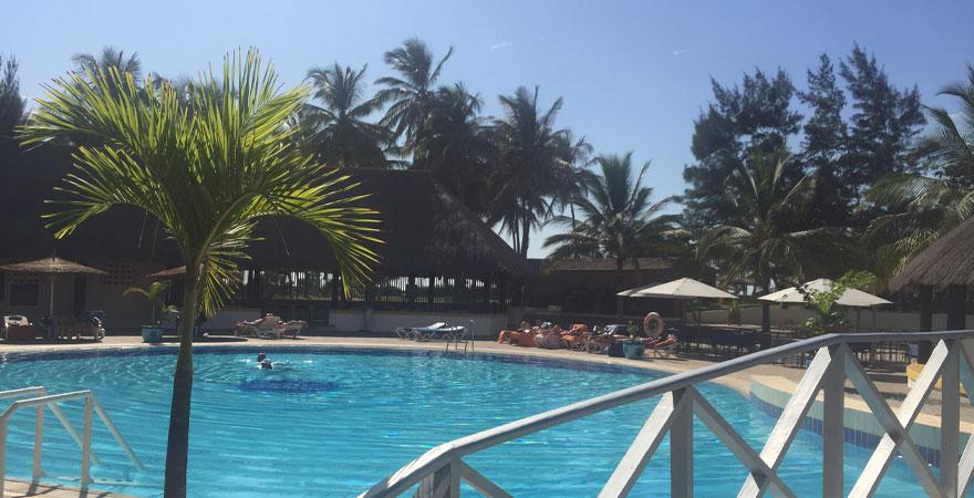 Poolanlage im Kairaba Beach Hotel