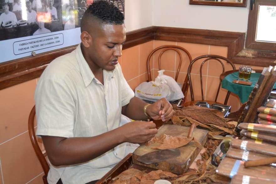 Zigarrenroller im Casa del Habano in Varadero