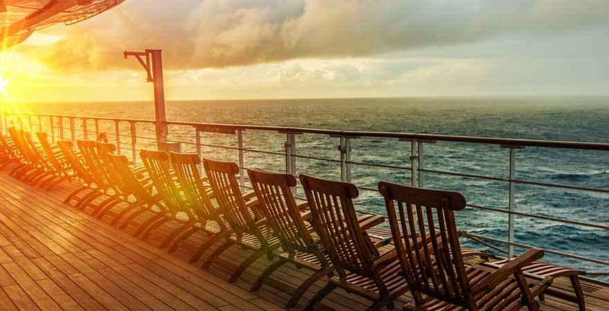 Sonnendeck an einem Kreuzfahrtschiff