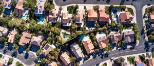 Blick auf einen Häuserblock in den USA