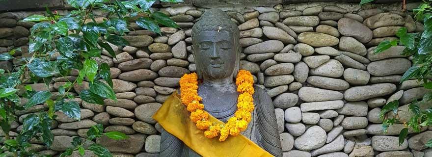 Statue vor einem Tempel in Bali