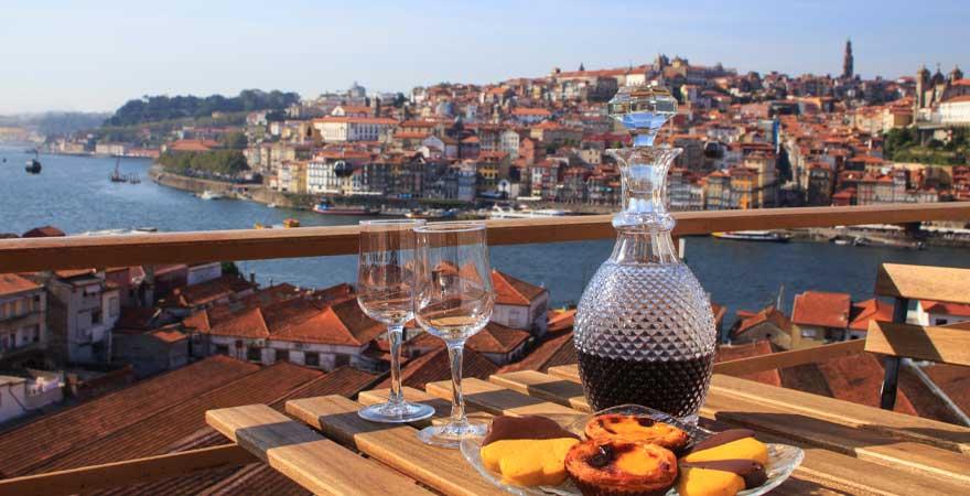 portwein und pasteis de nata in porto
