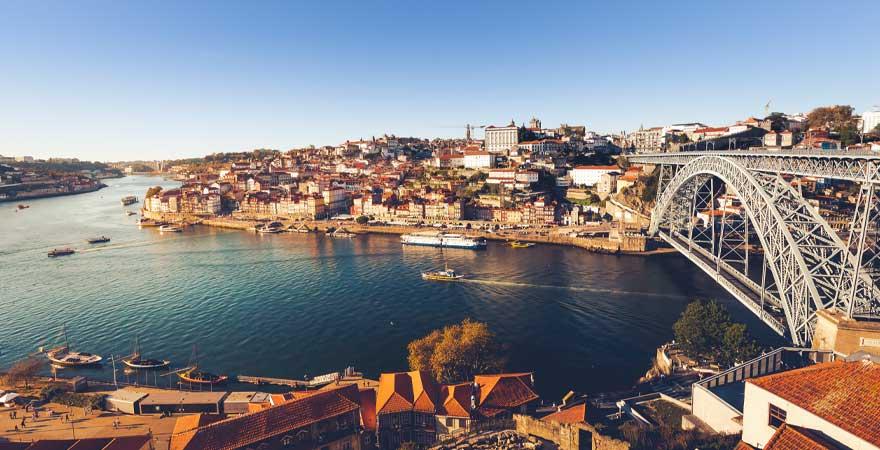 Blcik auf Porto und die Brücke