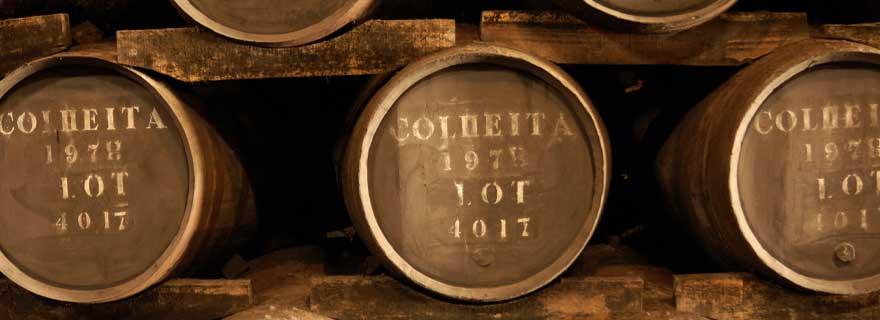 fässer mit portwein in Porto