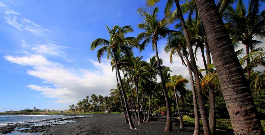 schwarzer Sandstrand Punaluu auf Big Island Hawaii