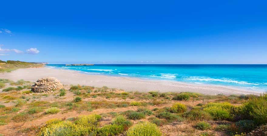 Strand bei Binigaus auf Menorca