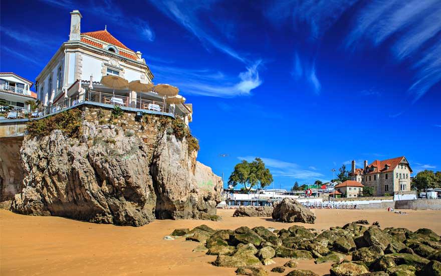 Praia da Conceicao strand in lissabon