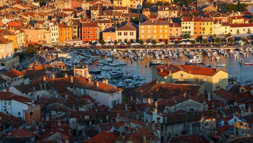 Rovinj in kroatien von oben