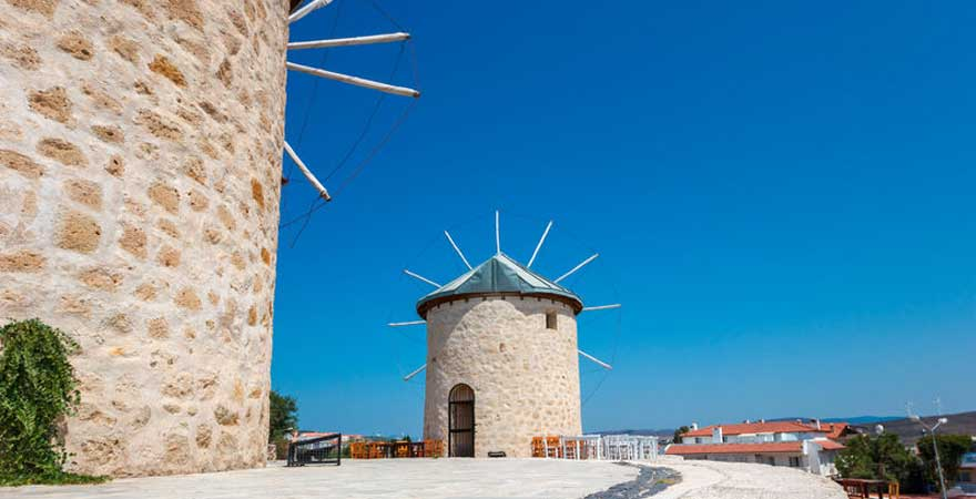 windmuehlen in alacati