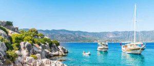 Segelboot an der Küste der Türkei