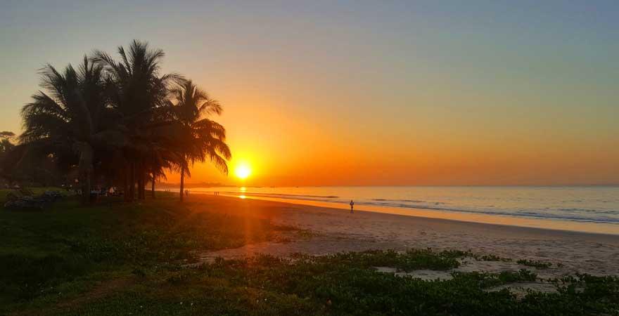 sonnenuntergang im labranda coral beach in gambia