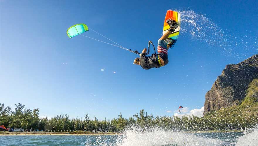 Kiter springt auf Mauritius