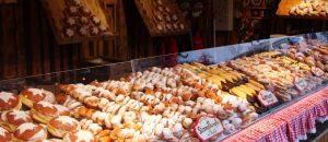 Gebäck auf dem Weihnachtsmarkt